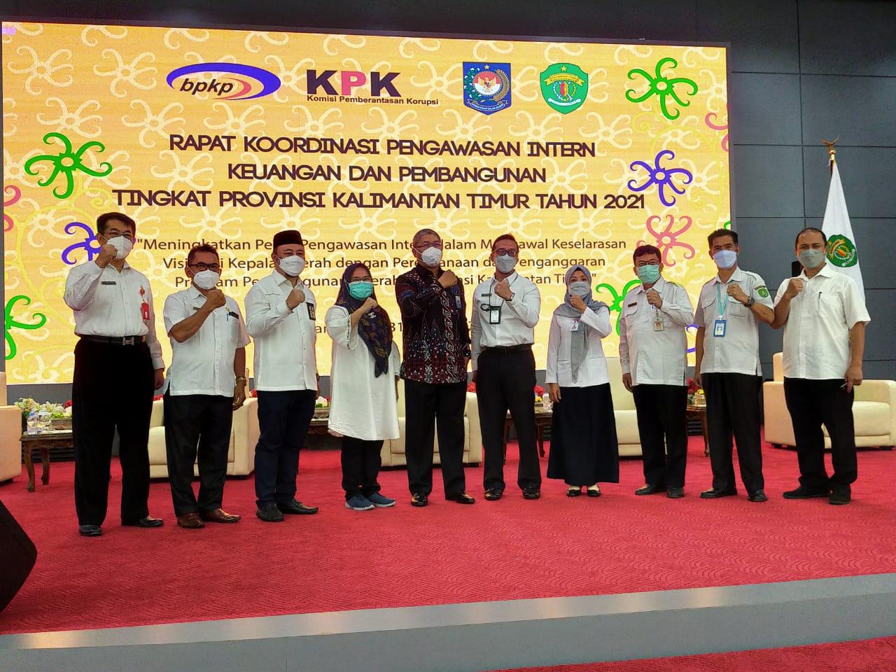 Menghadiri Rapat Koordinasi Pengawasan Intern Keuangan dan Pengembangan Daerah Provinsi Kalimantan Timur